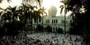 suasana idul fitri di masjid Al Azhar