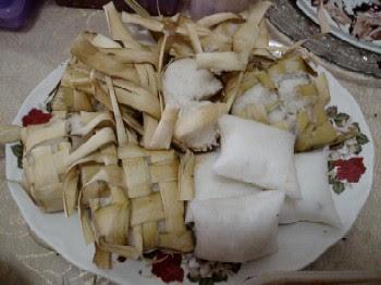 tradisi makan ketupat