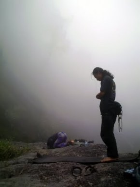 sholat di puncak gunung